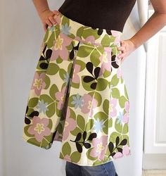 Pleated Apron with Built in Hot Pads: The pads are under the bottom corners!