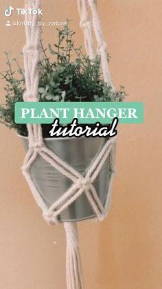 Macrame Plant Hanger Patterns, Free Macrame Patterns, Macrame Plant Hangers, Crochet Plant Hanger, Macrame Wall Hanging Diy, Macrame Plant Holder, Macrame Design, Macrame Tutorial, Macrame Projects