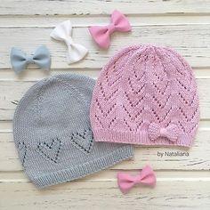 А вот эти шапочки закончены, постираны и высушены и на розовой добавился милый элемент в виде бантикаДве шапочки свободны, на ог 48-50, состав 100% хлопок, воздушные и легкиеДля заказа напишите мне в direct или viber +375447664748 Baby Hat Knitting Pattern, Baby Hats Knitting, Knitting For Kids, Knitting For Beginners, Crochet For Kids, Knitting Stitches, Knitting Patterns Free, Knit Patterns, Crochet Baby