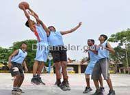 அரசு பள்ளியில் படிக்கும் மாணவர்களின் விளையாட்டு திறன் மேம்படுத்தப்படுமா?  http://kalvimalar.dinamalar.com/tamil/news-details.asp?id=20961&cat=1