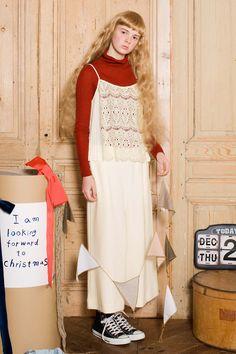 スカートみたいなワイドシルエット。|ふんわり素材とたっぷりボリュームがかわいいリブニットパンツ〈クリーム〉 Syrup, Apron, Shopping, Fashion, Moda, Fashion Styles, Fashion Illustrations, Aprons, Coconut Syrup