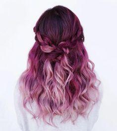 un balayage rose et rouge framboise, jolie tresse, couleur cheveux framboise