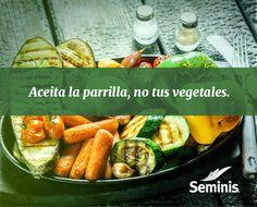 Aceite y #vegetales en un #asador.  Para evitar que se quemen tus vegetales en un asador, pon el aceite en la #parrilla, no en tu comida. #Seminis #Tip