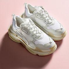 Sneakers women - Balenciaga Triple S (©stylebop)