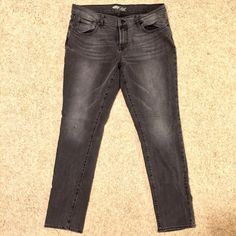 """Old Navy The Flirt Jeans In seam: 28 inches  Waist: 17 inches  Perfect for someone who is 5'1""""-5'3""""  No trades or Paypal!  Price is firm unless bundled (2 or more 30% off!) However... A good offer isn't always bad!  Let's not discuss haggling over comments... I'll have to say """"make offer""""  Fast shipper  Gift wrapper  Not a smoker  Clothes are clean before sending :) Old Navy Jeans Boot Cut"""
