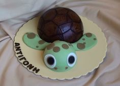 Sammy the turtle By Kyriaki on CakeCentral.com *************** I really, really want to make one of these!!! Anyone want it if I do??!