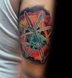 80 Chemistry Tattoos For Men - Physical Science Design Ideas Tattoo Son, Tattoo Henna, Back Tattoo, Chemistry Tattoo, Science Tattoos, Physical Science, Tattoos For Guys, Tattoo Ideas, Men
