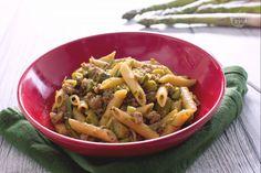 La pasta con asparagi e salsiccia è un primo piatto saporito che si prepara in poco tempo con questo fantastico ortaggio primaverile!