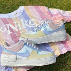 La Air Force 1 Shadow Pastel est disponible sur wethenew.com ➖ 📸 @bearsneaks Sneaker Outfits, Nike Outfits, Jordan Rose, Air Jordan, Nike Fashion, Sneakers Fashion, Fashion Shoes, Mens Fashion, Fashion Outfits