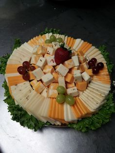 Awesome ideas for arranging appetizing meat and cheese trays Cheese And Cracker Platter, Meat Cheese Platters, Charcuterie And Cheese Board, Party Food And Drinks, Snacks Für Party, Appetizers For Party, Appetizer Recipes, Party Trays, Cheese Tray Display