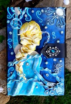 Hand-made and extremely detailed, this Elsa journal will ignite your imagination and take your breath away with its beauty and design. Perfect as