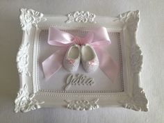 White plaster frame with fabric background, lace up shoes with pearls, finishing around the frame with pearls, satin bow and name in . Girl Baby Shower Decorations, Baby Decor, Baby Shower Themes, Baby Boy Shower, Baby Shower Gifts, Ballerina Baby Showers, Baby Shower Princess, Baby Crafts, Diy And Crafts
