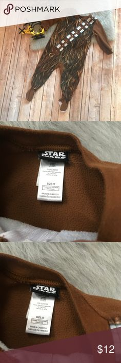 "Star Wars Chewie Chewbacca Sleeper 2T Brown Fleece Star Wars Chewie Chewbacca Sleeper 2T Brown Fleece  Good condition - no holes, stains, rips, tears. Some wash wear - fuzzy but not really pilly, if that makes sense. Grippers on the feet, light discoloration. Size 2T 100% polyester 12"" p to p 17.5"" from midpoint of back of neck to midpoint of stride 28.5"" long 10"" inseam Star Wars Pajamas"
