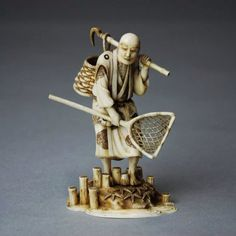 A Japanese Ivory Carving of a Figure : Lot 100
