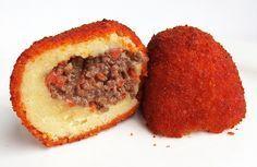 25. Kroket kentang - aardappelkroket met gehaktvulling