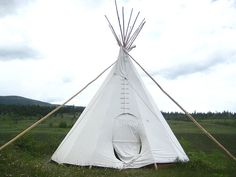 I love  tee pees!  Needs a bit of {Ralph Lauren}  TLC & then it would be perfect  Glam style not ranch style!!