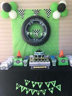 Grave Digger cake table Motocross Birthday Party, Digger Birthday Parties, Digger Party, Dirt Bike Birthday, Dirt Bike Party, Monster Trucks, Monster Truck Party, Monster Truck Birthday Cake, Monster Jam