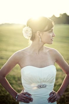 Outdoor bridal pictures, country bridal pictures, bridal pictures