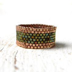 Peyote Ring, Band Ring, grüne Damen Ring, minimalistischen Schmuck, zierliche Ring, Beadwoven Ring, Saatgut Closure Ring, Perlen Schmuck, Geschenk für Sie