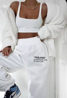 Cute Lazy Outfits, Chill Outfits, Teen Fashion Outfits, Mode Outfits, Retro Outfits, Cute Casual Outfits, Look Fashion, Stylish Outfits, Cute Outfits With Sweatpants