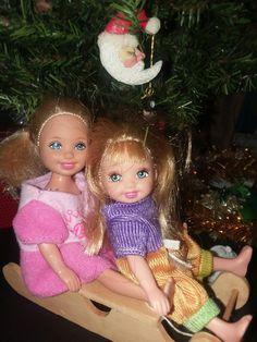 Barbie Kids, Barbie Skipper, Barbie And Ken, Christmas Scenes, Christmas Settings, Christmas Ornaments, Christmas Barbie, Barbie Diorama, Modern Dollhouse