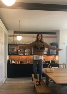 Alexa Chung IG Story Look Fashion, Autumn Fashion, Fashion Outfits, Fashion Design, Alexa Chung Style, Curvy Petite Fashion, Into The Fire, Kendall Jenner Outfits, Tokyo Fashion