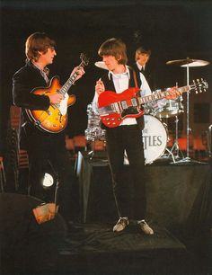 John Lennon and George Harrison with his Gibson SG Standard 1964 model gui