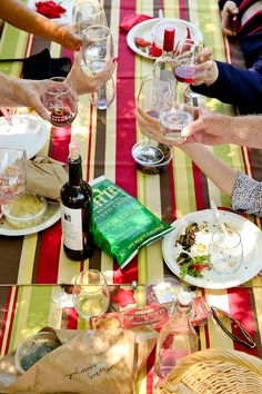Read all about our tour of Dry Creek Vineyard and the picnic lunch!