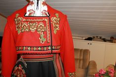 (3) FINN – Ferdig Øst telemark bunad fra Liv Grete Lauvlid systue Color Shapes, Folklore, Norway, Christmas Sweaters, Colours, Traditional, Suits, Dresses, Fashion