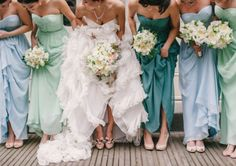 same bridesmaids dress, different shades. love that.