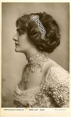 Lily Elsie sporting an Edwardian hairband, necklace