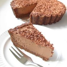 This raw vegan chocolate cheesecake is nut-free, super quick to make, insanely delicious and packed with chocolate, chocolate and more chocolate.