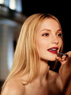 Adding the finishing touches to the festive beauty look for an enchanted evening