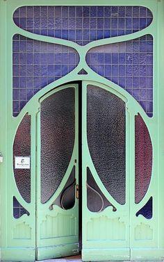 What an unusual door. Round. Mint.