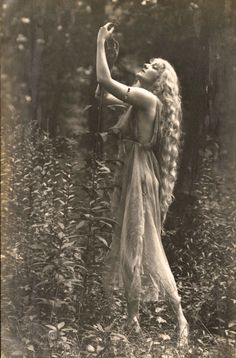 """by Rebecca Farrar of Wild Witch of the West If there were a """"Sexiest Season"""" award, then it would definitely go to spring, mostly thanks to Beltane. Beltane com Vintage Pictures, Old Pictures, Vintage Images, Old Photos, Mystique, Beltane, Foto Art, Vintage Photographs, Vintage Beauty"""