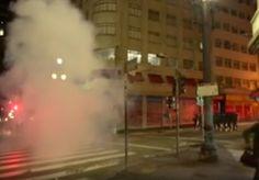 Na noite dessa quarta-feira (31), uma festa celebrava o Dia Nacional do Samba-Rock, quando um grupo de manifestantes contrários ao impeachment de Dilma Rousseff se juntou aos presentes no evento musical de forma pacífica. Neste momento, a Polícia Militar que observava os manifestantes começou a jogar bombas de gás lacrimogênio no meio da multidão. No local se encontravam famílias, senhores de idade, crianças e bebês de colo. Segundo relatos publicados nas redes sociais, muitas pessoas se…