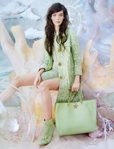 Meghan Collison for Mulberry SS 2013 Campaign by Tim Walker. I like that Tim Walker has mixed up his Mulberry campaign for . Tim Walker, Walker Art, Fashion Week, Spring Fashion, High Fashion, Fashion Trends, Fashion Beauty, Elle Fashion, Pastel Fashion
