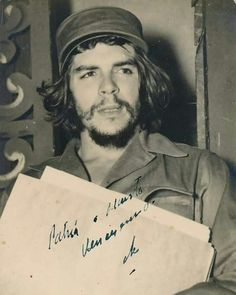"""It says """"country or death, we will triumph."""" It was the slogan of the Cuban Revolution. Karl Marx, Che Quevara, Che Guevara Images, Viva Cuba, Ernesto Che Guevara, Fidel Castro, Hip Hop Art, Red Army, Freedom Fighters"""
