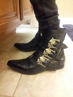 pointy skull buckle boots :D