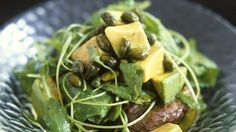 Rezept: Rucola-Süßkartoffelsalat mit Avocado und Pistazien