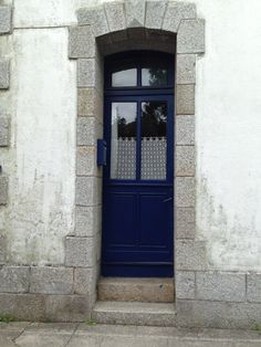 door in pont aven in la bretagne
