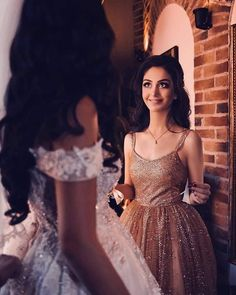 Wedding Photography Props, Girl Photography Poses, Arab Wedding, Wedding Gowns, Princess Prom Dresses, Afghan Dresses, Cute Girl Poses, Stylish Girls Photos, Asian Bride