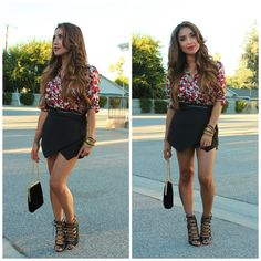 Zara Skort Outfit 4: many colors and patterns. flower top on the tones of pink and rose