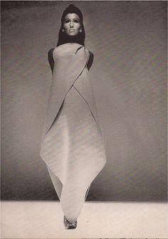 Irene Galitzine: la principessa della moda - D-Art. 60 Fashion, Weird Fashion, Minimal Fashion, Fashion History, Fashion Details, Vintage Fashion, Fashion Design, Fashion Images, Fashion Brands