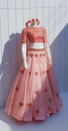 Indian Fashion Dresses, Indian Gowns Dresses, Dress Indian Style, Indian Designer Outfits, Party Wear Indian Dresses, Wedding Lehenga Designs, Designer Bridal Lehenga, Indian Wedding Gowns, Indian Bridal Outfits