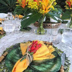 Tropical mood 🌴 para o almoço de hj #angra #paraiso #feriado #amo #mesaposta #tablescape #recebercomcharme