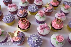Cupcakes para el primer cumpleaños de una niña / Cupcakes for a girl's first birthday.