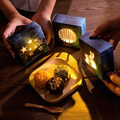 Starbucks Debuts Mooncakes In Projection Lamp Packaging For Mid-Autumn Festival - Hong Kong + Macau Cake Packaging, Brand Packaging, Starbucks, Pantone, Fall Cakes, Mid Autumn Festival, Moon Cake, Packaging Design Inspiration, Food Festival