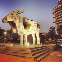 Showing some love for the Eland by artist Clive van den Berg. Study Pics, Study Pictures, South African Design, South African Art, Johannesburg Africa, Africa Craft, Out Of Africa, Afrikaans, Public Art