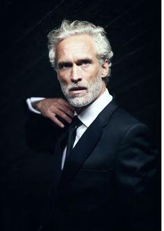 Ingo Brosch, German actor & model, b. Grey Hair Model, Gray Hair, White Hair Men, White Man, Silver Foxes Men, Silver Man, Older Mens Hairstyles, Haircuts, Handsome Older Men